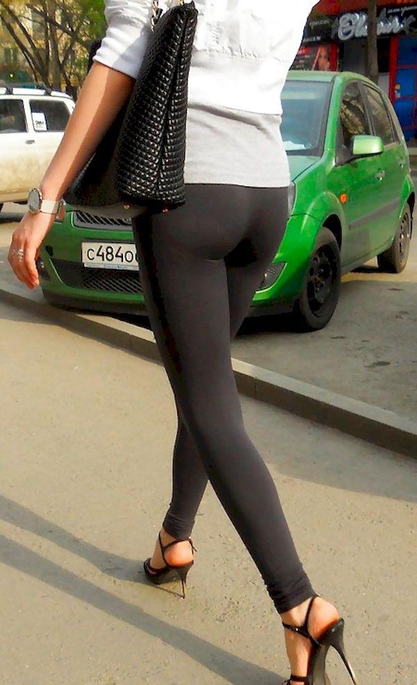 Girls-in-yoga-pants-0001