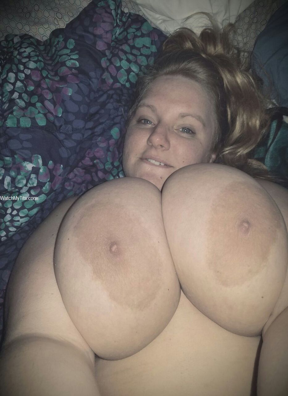 Girlfriend big tits selfie