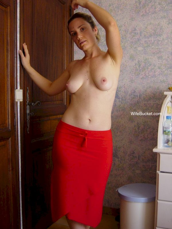 Bunch of free pics from WifeBucket.com - Free Amateur MILF porn on the web