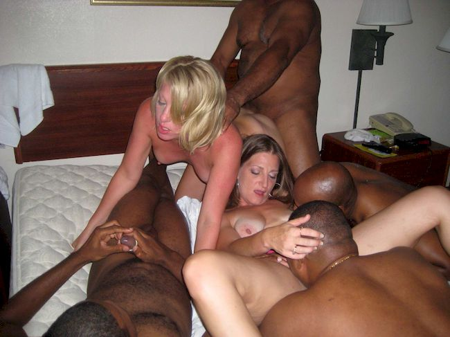Swingers, Cheating Cuckold Wives, Threesomes & Orgies - my mom go black with striper