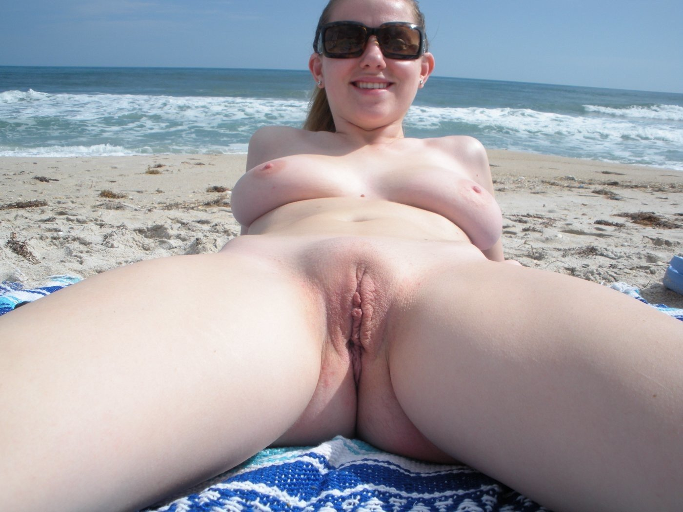 Naked wife beach selfies